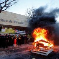 Parigi, non si ferma la protesta delle guardie carcerarie: fallita la mediazione