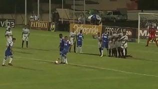 Calcio di punizione fantasioso:lo schema insolito porta al gol