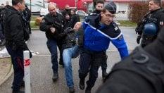 Parigi, non si ferma la protesta delle guardie carcerarie: fallita la mediazione con il Governo