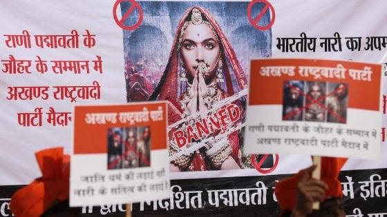 """India, la storia d'amore tra una principessa indù e un sultano islamico scatena l'ira delle donne: """"Pronte a darci fuoco"""""""