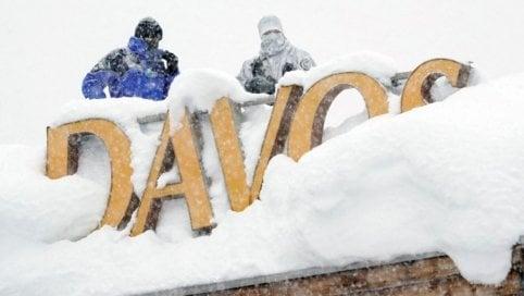 World Economic Forum al via con tre metri di neve: 5000 soldati per proteggere Davos
