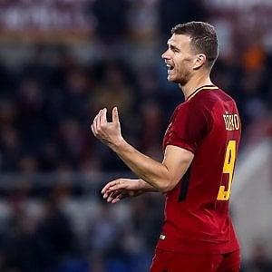 Mercato: la Roma cede Dzeko al Chelsea, Sanchez ufficiale allo United