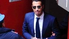 Fabrizio Corona interrogato per 3 ore a Milano, l'ex moglie lo denuncia: