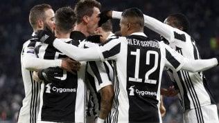 La Juve resta in scia al NapoliDouglas Costa stende Genoa: 1-0