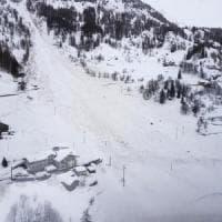 Maltempo, allerta valanghe: evacuati con elicottero turisti bloccati in albergo in Alto...