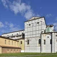 Mura, chiese e vicoli. Spendori di Lucca
