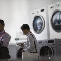 I dazi di Trump fanno la prima vittima: Lg alza i prezzi delle lavatrici negli Usa