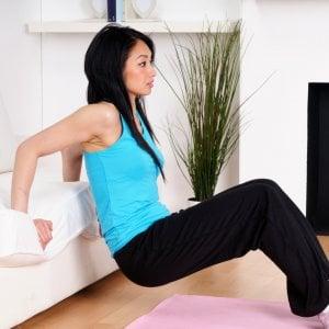 La palestra a casa gli esercizi da fare sul divano - Palestra a casa esercizi ...