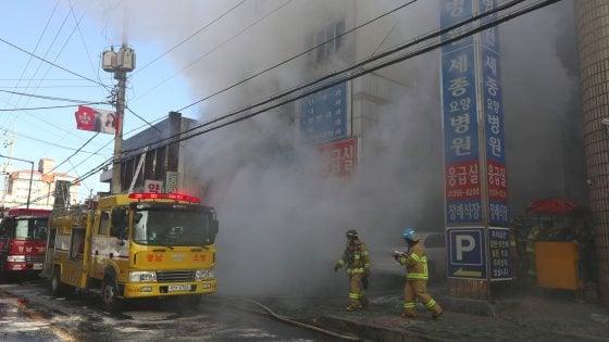 Corea del Sud, strage in ospedale: divampa incendio, almeno 37 i morti