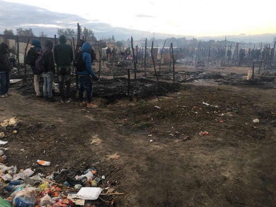Rosarno: incendio distrugge la tendopoli dei migranti - Le immagini