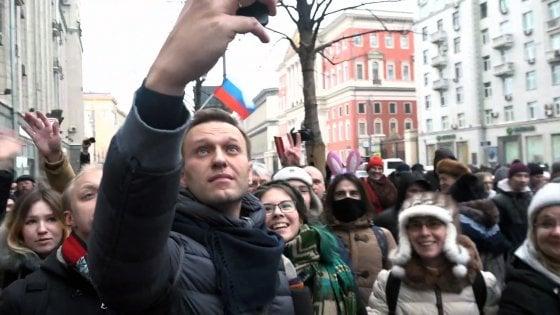 Russia: proteste in tutto il Paese. Navalny in piazza: fermato da polizia e rilasciato in serata
