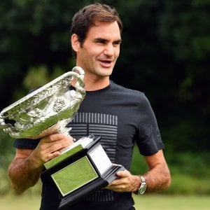 Tennis, Federer si gode il trionfo: ''E' tutto così surreale''. Da Messi alla Vonn: pioggia di complimenti social