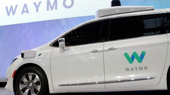 Fca, a Google migliaia di Chrysler per taxi senza guidatore