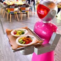 Hotel: da Vegas a NY, se il receptionist è un robot