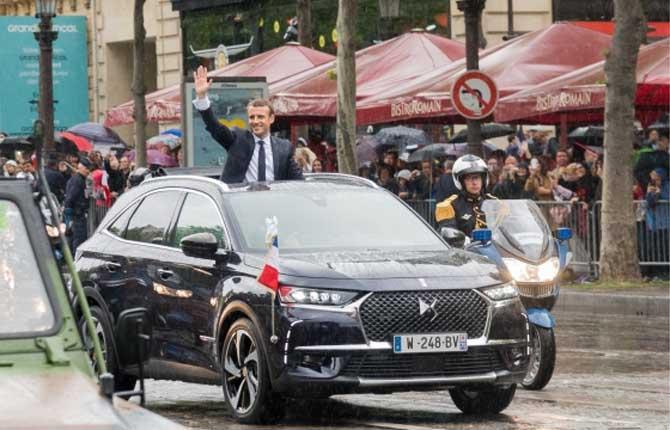 DS in festa a Parigi con la Crossback