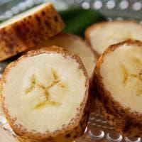 La super banana che arriva dal Giappone, più dolce e profumata e si mangia anche la buccia