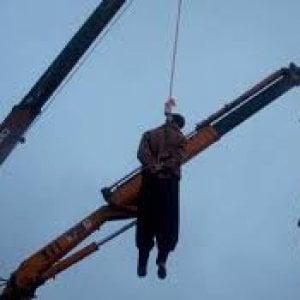 Iran, impiccato un ragazzo di 22 anni in circostanze crudeli. Aveva 15 anni al momento del reato