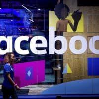 Facebook, trimestre da record per ricavi e utili. Ma crolla il numero di ore sul social