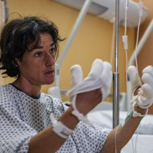 """Elisabeth Revol, in ospedale, racconta la drammatica discesa dal Nanga Parbat: """"Voglio guarire per vedere i figli di Tomek"""""""