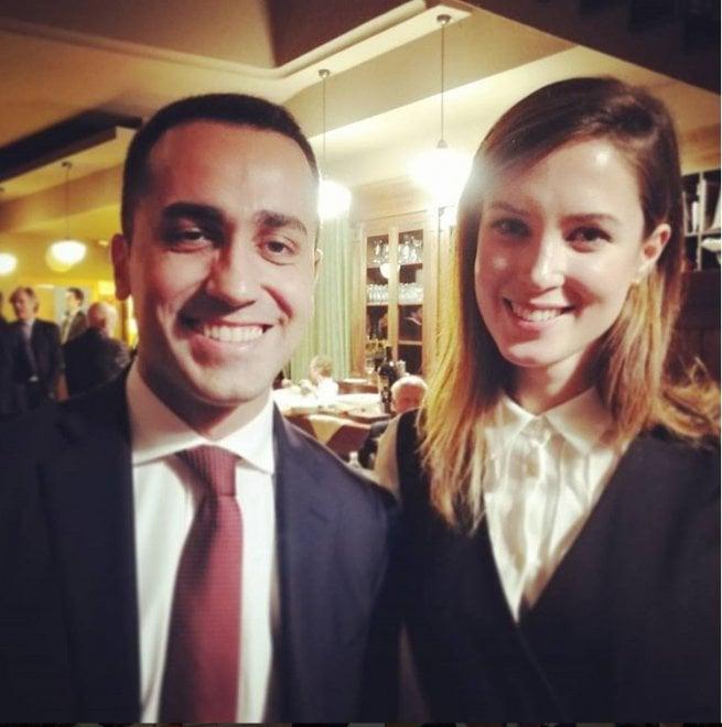 """M5s, Di Maio e la foto con Alessia D'Alessandro: """"Vi presento la sfidante di Mr fritture di pesce"""""""