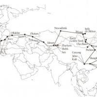 Da Occidente a Oriente senza mai prendere aerei: l'incredibile viaggio diventa un libro