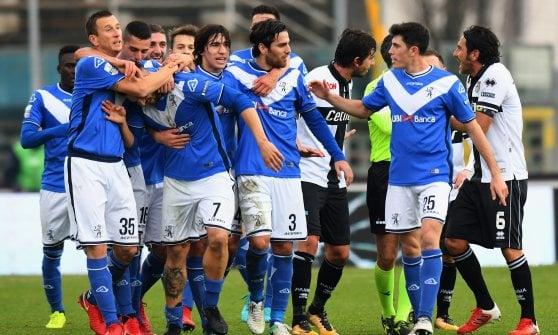Serie B: Frosinone da solo in vetta, il Parma scivola a Brescia
