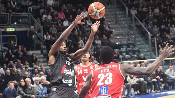 La Virtus Bologna ingrana la quarta: Pesaro travolta 85-67