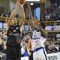 Basket, Brescia cade in casa con Trento. Milano e Venezia la agganciano in vetta