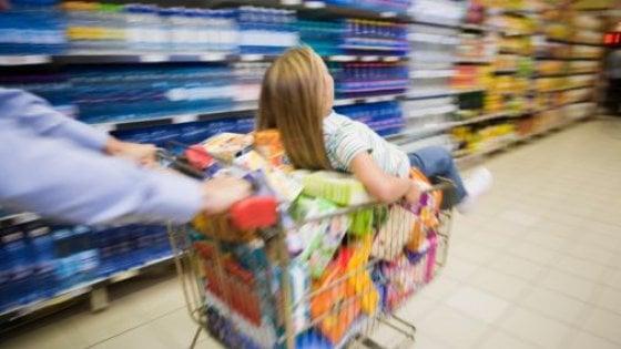 Il carrello degli italiani: affettati e birre spingono gli affari dei supermercati
