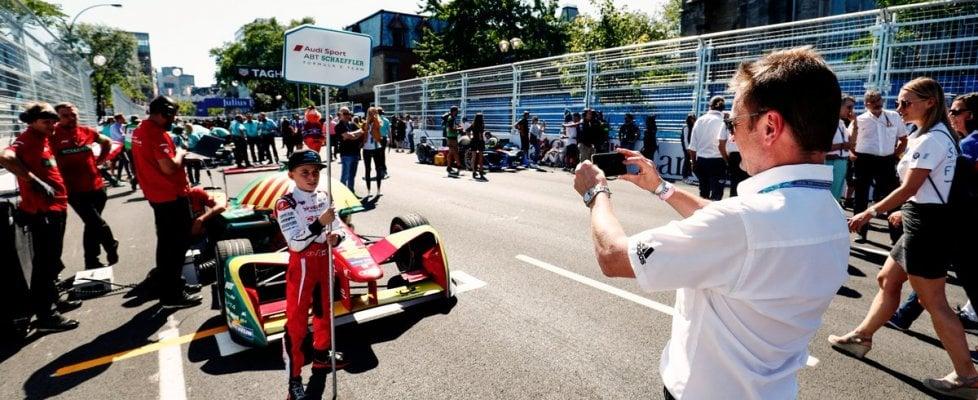 """F1: """"ombrellini"""" al posto delle modelle sulla griglia di partenza"""