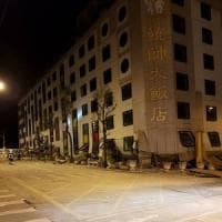 Taiwan, terremoto di magnitudo 6,4: crolla albergo, salvate 150 persone