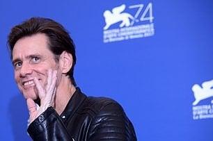 """Jim Carrey: """"Usciamo da Facebook, accetta finanziamenti dalla Russia"""""""