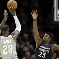 Basket, Nba: James rilancia Cleveland, Houston vola con super Harden