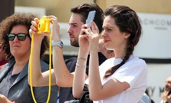 """Turisti a Firenze: un'immagine dall'Osservatorio internazionale """"Street Signals"""" di Future Concept Lab"""