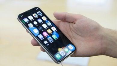 """iPhone, online parte del codice sorgente.  Apple: """"Sicurezza utenti non è a rischio"""""""