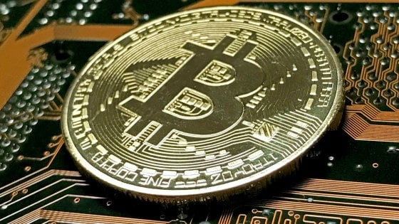 storie milionario bitcoin