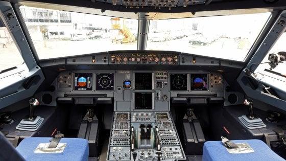 Aerei pazza idea dei costruttori volare con un pilota for Grandi jet d affari in cabina