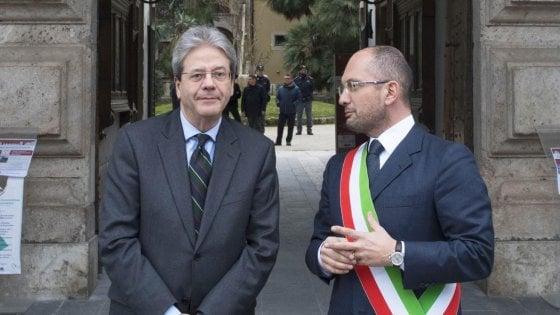 """Gentiloni e il raid di Macerata: """"Giustificazione del fascismo è fuori da Costituzione"""""""