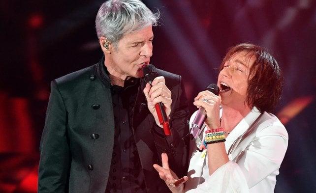 Show nel segno dei duetti, rock con Nannini e Pelù.  ·Ultimo vince tra i Giovani
