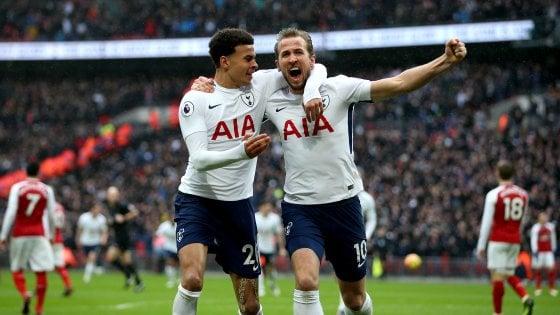 Inghilterra, Tottenham nel segno di Kane: Arsenal ko nel derby. Il Man City ne fa 5 al Leicester