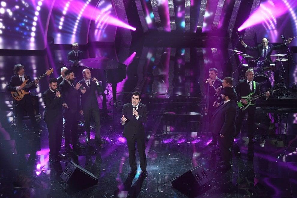 Sanremo 2018, gli Elii sul palco con Neri per caso e Mangoni