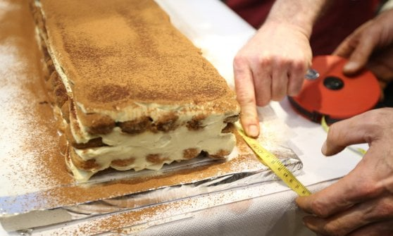 """Tiramisù, è ancora lite tra Veneto e Friuli Venezia Giulia: """"Con la panna il record non vale"""""""