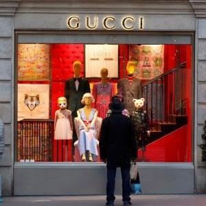 Gucci supera Hermès e spinge i conti di Kering