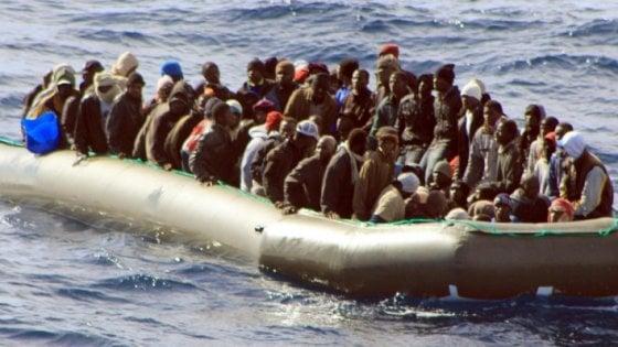 """Migranti, Frontex corregge il tiro: """"Continua la tendenza al calo degli arrivi in Italia cominciato nell'estate scorsa"""""""