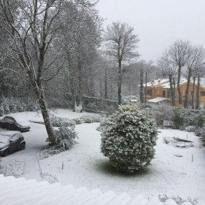 Maltempo in tutta Italia, arriva la neve alle porte di Roma