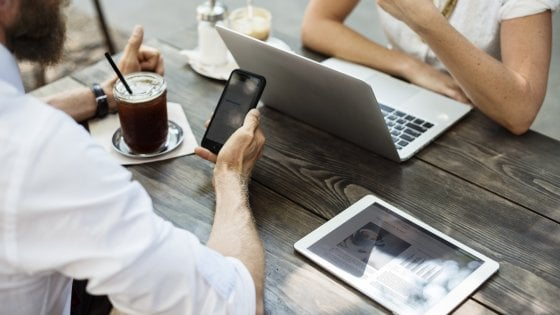 Sono 31 milioni gli italiani che navigano da smartphone. Ecco i numeri del boom del mobile