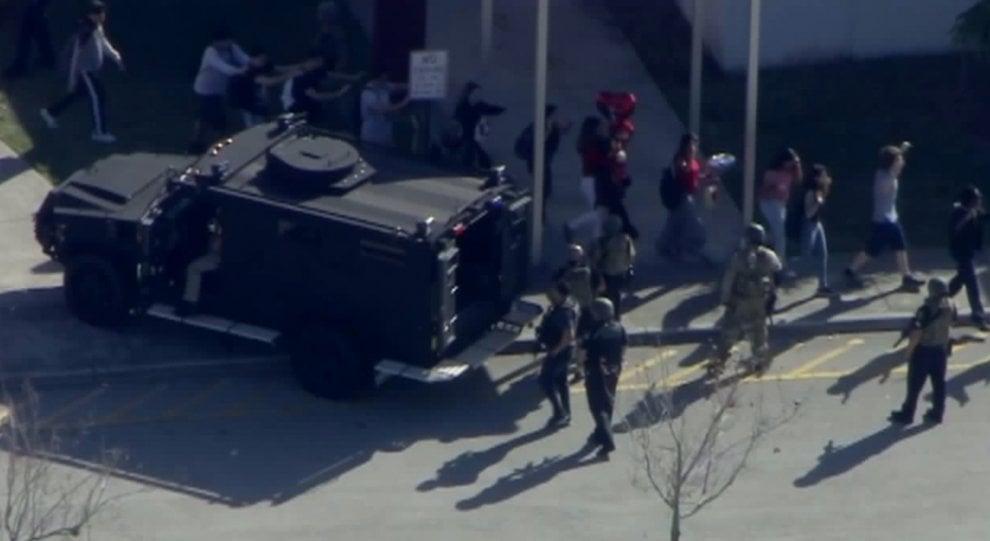 Usa, spari in un liceo in Florida: le immagini
