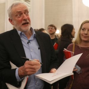 Scoop del Sun: Corbyn incontrò più volte una spia comunista e gli rivelò piani di Londra