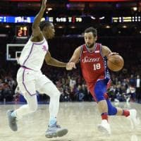 Basket, Nba: Houston scavalca Golden State, Belinelli comincia col sorriso