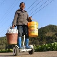 Gong, la contadina sul segway: